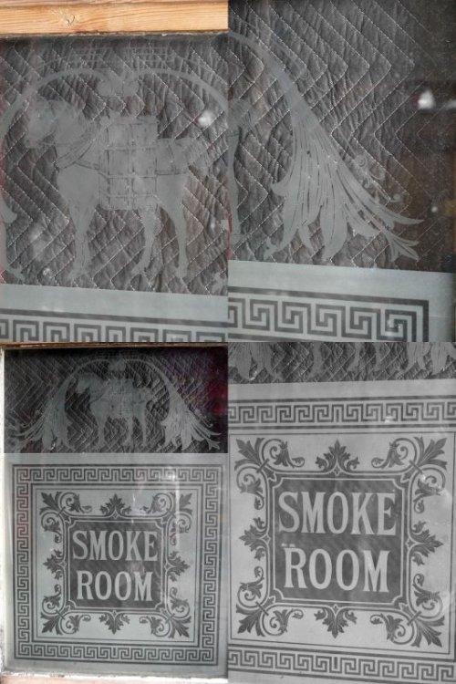 他の写真2: アンティーク 1800年代後期 SMOKE ROOM ミルクペイント ガラス×ウッド 窓枠 *