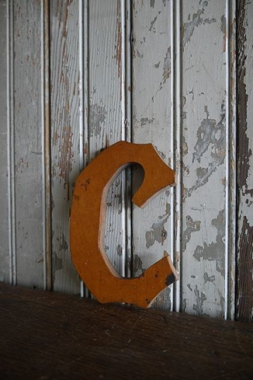 他の写真1: アンティーク ウッド アルファベット C *